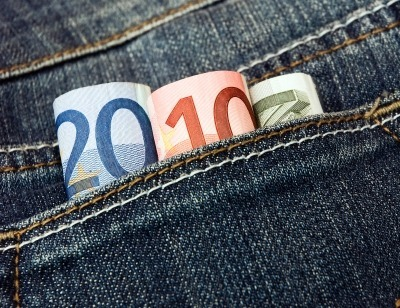 Keeping-money-in-the-pocket[1]